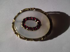 Victorian agate & Bohemian garnet brooch  with yellow metal pinchbeck mounts
