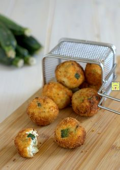 Polpette di zucchine e ricotta, deliziose, facili da fare e irresistibili My Favorite Food, Favorite Recipes, Zucchini, Yummy Food, Tasty, Happy Foods, Falafel, Food Illustrations, Finger Foods
