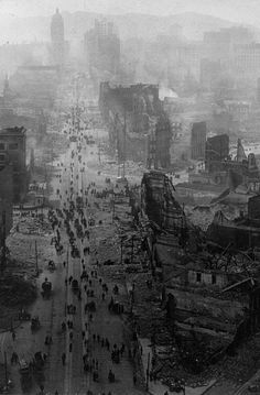 Market Street, San Francisco after the earthquake in This magnitude earthquake killed about people and over of the city was destroyed making it one of the deadliest natural disasters in US history Us History, American History, History Pics, Old Pictures, Old Photos, San Francisco Earthquake, Interesting History, Historical Pictures, Paisajes