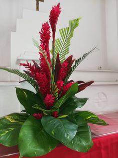 Hotel Flower Arrangements, Creative Flower Arrangements, Ikebana Flower Arrangement, Beautiful Flower Arrangements, Flower Centerpieces, Flower Decorations, Hotel Flowers, Ginger Flower, Flower Box Gift