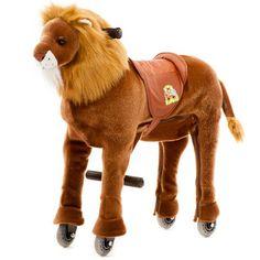 """Der Animal-Riding Löwe """"Shimba"""" ist ein gesundes Bewegungsgerät, welches viel Spiel und Spaß für Kinder bietet. Es zeichnet sich durch einen weichen Plüschkörper und ein innovatives Antriebssystem mit Lenkung, Haltegriffen, Fuß-Stützen und Kunststoff-Rädern aus. Die Tiere sind in 3 Größen (klein, mittel, groß) erhältlich."""