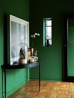 Green and black Color combo // Parede verde e aparador Designer: Tonic Design Studio Fotógrafo: Luane Toms / Frank Features Fonte: Elle Decoration UK Fevereiro 2014 Green Rooms, Blue Walls, Elle Decor, Colorful Interiors, Interior Inspiration, Moodboard Inspiration, Design Inspiration, Interior And Exterior, Living Spaces