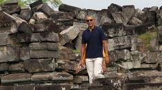 Der ehemalige US-Präsident Obama macht Urlaub in Indonesien - einem Land, in dem er als Kind einige Jahre gelebt hat. Hier besichtigt er den Tempel Prambanan in Yogyakarta.   Bildquelle: AP