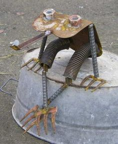 Junk art frog catches bug #gardenart #junkart #frog