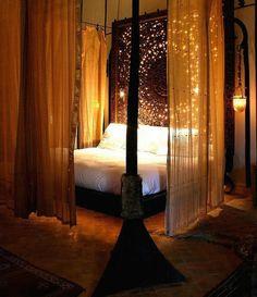 Wunderbar Weißes Bett Im Romantischen Schlafzimmer