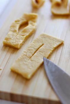 Calzones Rotos (al horno) - El Sabor de lo Bueno Chilean Recipes, Camembert Cheese, Baking, Food, Breads, Pizza, Cupcakes, Easy Food Recipes, Pastries