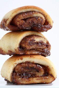 Kanelgifler - måske bedre end Pågens; Yummy Treats, Yummy Food, Danish Food, Food Crush, Dessert Drinks, No Bake Cake, Food Inspiration, Love Food, Sweet Tooth