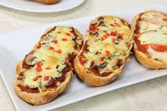 Pizza baguette : la plus boulangère mais aussi la plus simple manière de cuisiner des bouchées façon pizza. Parfait pour l'apéro !