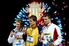 César Cielo ignora campeão olímpico e fatura o tri mundial