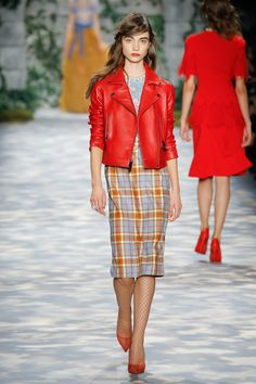 Jenny Packham Fall 2017 Ready-to-Wear Fashion Show Fashion 2017, Runway Fashion, High Fashion, Winter Fashion, Fashion Trends, Jenny Packham, Tartan Fashion, Pin Up Outfits, Fashion Show Collection