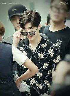 Suho - 160828 Incheon Airport, departing for Hawaii Credit: Cotton Blossom… Kpop Exo, Suho Exo, Jimin, Cotton Blossom, Kim Junmyeon, Fake Photo, Exo Members, Korean Celebrities, Meme Faces