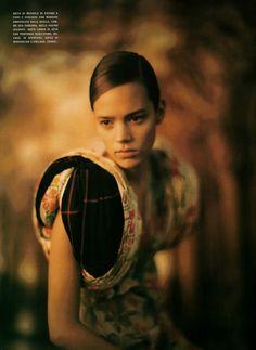 Vogue Italia April 2006 | Over-Minimal Over-Refined | Paolo Roversi