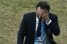 El entrenador de la selección de #Italia, Cesare Prandelli, renunció a su cargo tras la derrota por 0-1 frente a #Uruguay que supuso la eliminación de los azzurri de la Copa del Mundo de #Brasil2014
