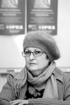 Celia Amorós (1944) es una filósofa y ensayista española, teórica del feminismo. Referente clave del feminismo de la igualdad ha centrado una parte importante de su investigación en la construcción de las relaciones entre Ilustración y feminismo. Su libro Hacia una crítica de la razón patriarcal constituye un nuevo enfoque desde la perspectiva de género de la filosofía, pone de manifiesto los sesgos del androcentrismo y reivindica una revisión crítica por parte de las mujeres de la misma.
