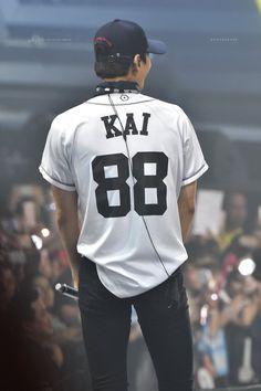 Cre: the owner/as logo Exo Kai, Baekhyun, Park Chanyeol, Exo News, Yixing Exo, Exo Lockscreen, Kim Jongin, Kpop Exo, Kaisoo