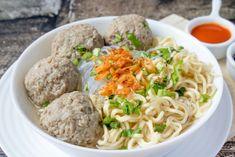 Baso Indonesian Cuisine, Spaghetti, Ethnic Recipes, Food, Fashion, Moda, Fashion Styles, Essen, Indonesian Food