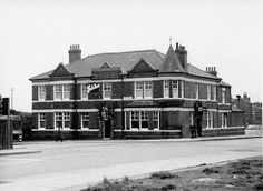 Red Lion Pub aka 'The Cat' top of Moorside Road Swinton. Red Lion Pub, Salford City, Red Cat, Local History, Old Pictures, Manchester, Mansions, House Styles, Cats