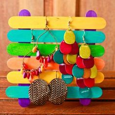 Earring display from popsicle crafts. We upcycling! Great idea for mothers day crafts! Kids Crafts, Diy Crafts And Hobbies, Easy Crafts To Make, Diy And Crafts, Arts And Crafts, Creative Crafts, Handmade Crafts, Popsicle Stick Crafts, Popsicle Sticks
