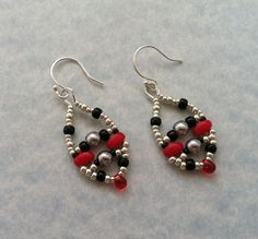 """Swing Set Earrings. Free PDF Download on JewelryLessons.com. These are a coordinating accessory to my """"Picots and Valleys"""" necklace. Enjoy!!"""