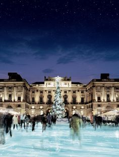 Tiffany & Co skate @ Somerset House...makes me so excited for the Christmas season.... I LOVE this!!!