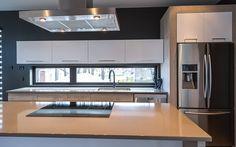 Contemporain | Armoires Berthiaume Élégance One Wall Kitchen, Home Decor Kitchen, New Kitchen, Home Building Design, Home Design Plans, Modern Kitchen Design, Interior Design Kitchen, Small House Design, Cuisines Design