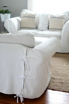 How to make drop cloth soft and white for DIY projects Learn how to bleach drop cloth to make it perfectly soft and white for DIY projects. Drop cloth is perfect for slipcovers, pillows and curtains. Furniture Slipcovers, Slipcovers For Chairs, Diy Sofa, Furniture Makeover, Diy Furniture, Furniture Dolly, Modern Furniture, Furniture Cleaning, White Furniture