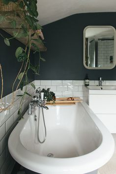 bathroom colors Dark Bathroom Design - Decorating A Small Bathroom With Dark Colours To Give A Cosy Vibe Dark Bathrooms, Upstairs Bathrooms, White Bathroom, Light Bathroom, Cosy Bathroom, Small Dark Bathroom, Peach Bathroom, Bathroom Tray, Narrow Bathroom