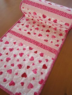 Table Runner Valentine's Day by patchworkmountain.com