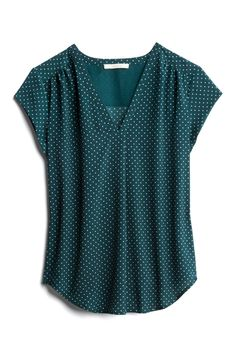 Lillian V-Neck Blouse Blouse Styles, Blouse Designs, Modest Dresses Casual, Stitch Fix Outfits, Mode Style, Sewing Clothes, Shirt Blouses, Plus Size Outfits, Cute Outfits