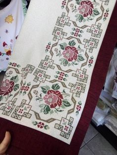 Cross Stitch Pillow, Cross Stitch Art, Cross Stitch Flowers, Cross Stitch Designs, Cross Stitching, Cross Stitch Embroidery, Cross Stitch Patterns, Headband Pattern, Patterned Carpet