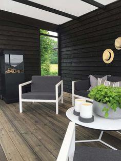 Det er ikke til å tro hvor fin denne hagen ble! Patio Roof, Pergola Patio, Pergola Kits, Patio Chairs, Backyard Patio, House Extension Design, Garden Stairs, Pergola Curtains, Wooden Pergola