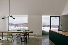 Hatley House is a minimal home located in Quebec, Canada, designed by Pelletier de Fontenay Square Windows, Large Windows, Grands Ballets Canadiens, Roof Design, House Design, Le Hangar, Journal Du Design, Wood Cladding, Minimalist Architecture