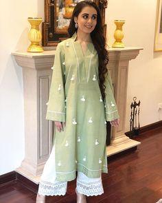 Simple Pakistani Dresses, Pakistani Fashion Casual, Pakistani Dress Design, Pakistani Outfits, Pakistani Bridal, Indian Outfits, Fancy Dress Design, Stylish Dress Designs, Designs For Dresses