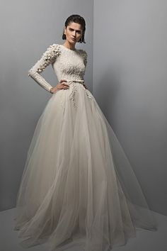 Chana Marelus Aria Unieke moderne trouwjurken - Fashion for teens Modest Wedding Dresses, Designer Wedding Dresses, Bridal Dresses, Wedding Gowns, Conservative Wedding Dress, Long Dresses, Dress Long, Wedding Cakes, Prom Dresses