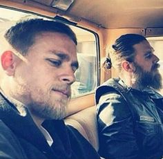 Sons of Anarchy - Jax y Opie Ryan Hurst, Soa Characters, Sons Of Anarchy Motorcycles, Sons Of Anarchy Samcro, Charlie Hunnam Soa, Jax Teller, Man Bun, Tom Hardy, Best Shows Ever