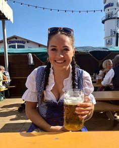 Octoberfest Girls, Beer Maid, Beer Girl, When Us, Mardi Gras, Carnival, Sexy, Munich Germany, Pretzels