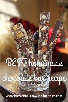 I cannot and will not deny my chocoholic cravings, so I dream up exciting chocolate bar recipes a little bit more than is healthy. This quality homemade chocolate bar recipe makes a lovely chocolate gift when all dressed up in ribbon. Homemade Chocolate Bars, Chocolate Bar Recipe, Dark Chocolate Bar, Chocolate Gifts, Bar Recipes, Quick Recipes, Sweet Recipes, Homemade Gifts, Cravings