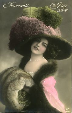Feel like that women from Edwardian era favored weight-fashion styles, from big gowns to giant hats. Although diverse in shapes, it& really. Vintage Photos Women, Images Vintage, Photo Vintage, Vintage Girls, Vintage Pictures, Vintage Photographs, Vintage Postcards, Victorian Hats, Victorian Women