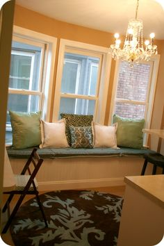 diy:  no sew window seat cushions   really need to figure this out for the bonus room!