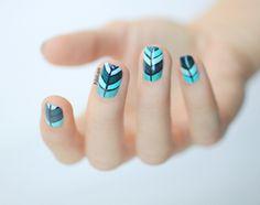 Manucure feuilles bleu