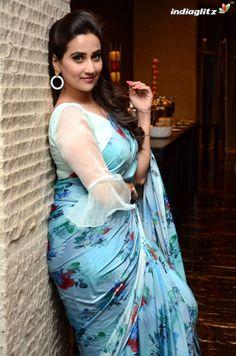 Indian Actress Hot Pics, Indian Bollywood Actress, Beautiful Bollywood Actress, South Indian Actress, Actress Photos, Indian Actresses, South Actress, Beautiful Women Over 40, Beautiful Girl Indian