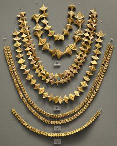 Gold necklaces from chamber tombs in Mycenae. 1600—1200 BCE. Athens, National Archaeological Museum