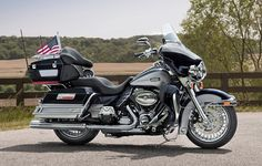 The harley davidson ultra classic electra glide has received a few upgrades for 2013 including a harley motorcycle sidecar. Harley Davidson Ultra Classic, Harley Ultra Classic, Electra Glide Ultra Classic, Harley Davidson Seats, Motos Harley Davidson, Harley Davidson Road Glide, Harley Davidson Touring, Classic Motorcycles For Sale, Touring Motorcycles