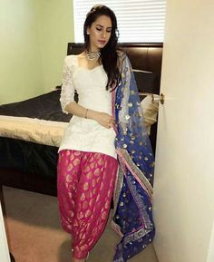 Modern Indian salwar Press Visit link above for more options Patiala Dress, Patiala Salwar Suits, Punjabi Dress, Pakistani Dresses, Indian Dresses, Indian Outfits, Patiala Suit Designs, Salwar Designs, Blouse Designs