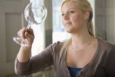 Consejos de decoración: Cómo limpiar la cristalería y la porcelana  http://www.cocowif.com/es/2015/01/21/consejos-de-decoracion-como-limpiar-la-cristaleria-y-la-porcelana/