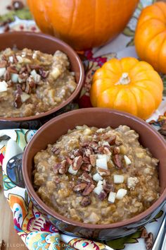 Pumpkin & Apple Oatmeal with pecans, brown sugar and pumpkin pie spice - the perfect fall breakfast for those cold and cozy mornings. Apple Oatmeal, Pumpkin Oatmeal, Pumpkin Pie Spice, Old Fashioned Oatmeal, Apple Season, What's For Breakfast, Oatmeal Recipes, Pecans, Cooking Time