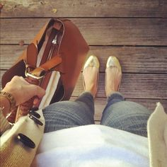 Love the bag, watch and jeans & I'm completely sold for the golden ballerina flats! Wonderful outfit!