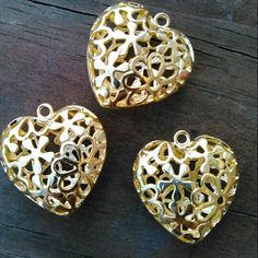Claim these beautiful, 3D, Gold Daisy Hearts before I make the necklace and earrings set! Only 1 set available! If you want them with the beaded chain done in special colors, push Request a Custom Order and we'll talk! I've been thinking gold & hot pink!