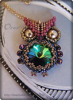 Non-English beading tutorial on how to make a beaded owl with Rivoli crystal.