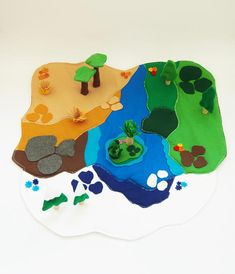 Check out our play mat selection for the very best in unique or custom, handmade pieces from our shops. Projects For Kids, Diy For Kids, Sewing Projects, Crafts For Kids, Craft Projects, Felt Play Mat, Play Mats, Mini Mundo, Felt Books